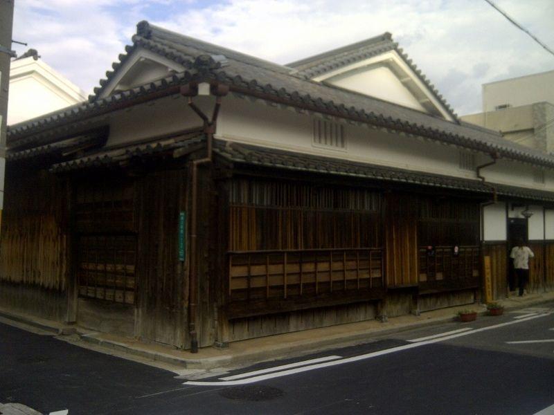 Bangunan Rumah Adat Nias Dibangun Tanpa Paku Dan Tali, Di Jepang Juga Ada.